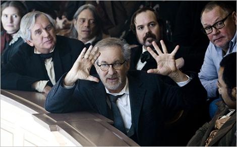 Spielberg va deixar la gorra i els texans per dirigir cada dia amb vestit i corbata.