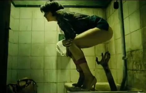 Una de les provocatives imatges de la dotzena pel·lícula d'Álex de la Iglesia.
