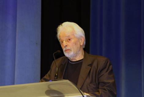 Jodoroswki en un moment de la presentació a l'auditori Melià de Sitges.