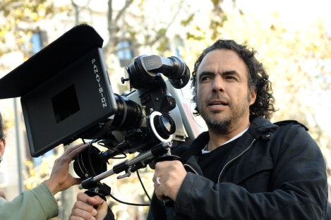 Alejandro_Gonz%C3%A1lez_I%C3%B1%C3%A1rritu_with_a_camera_in_production