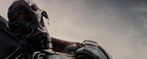 Ultron, interpretat per James Spader, es presenta intimidatori i temible.